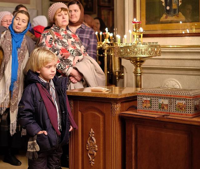 прихожане, храм, церковь, свечи
